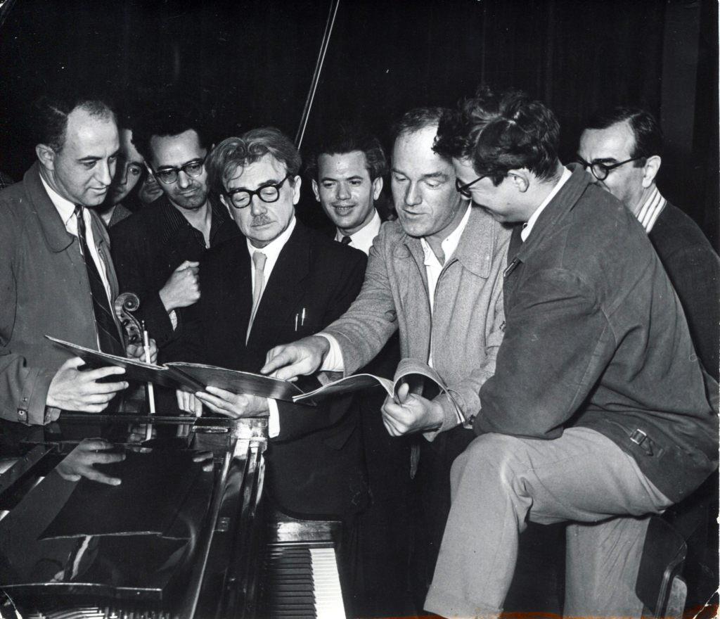 Слева направо в первом ряду: Рудольф Баршай,   Генрих Нейгауз, Святослав Рихтер, Андрей   Волконский.