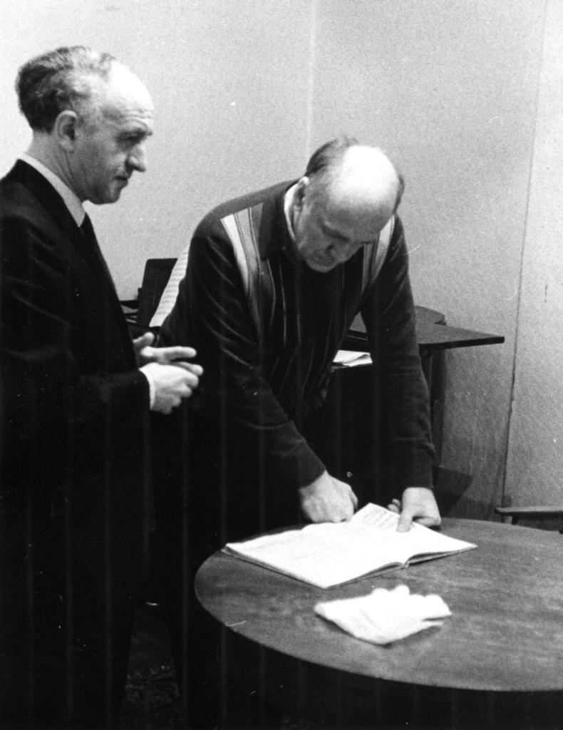 Behind the stage. Rudolf Barshai and Sviatoslav Richter.   The Grand hall of Moscow conservatory