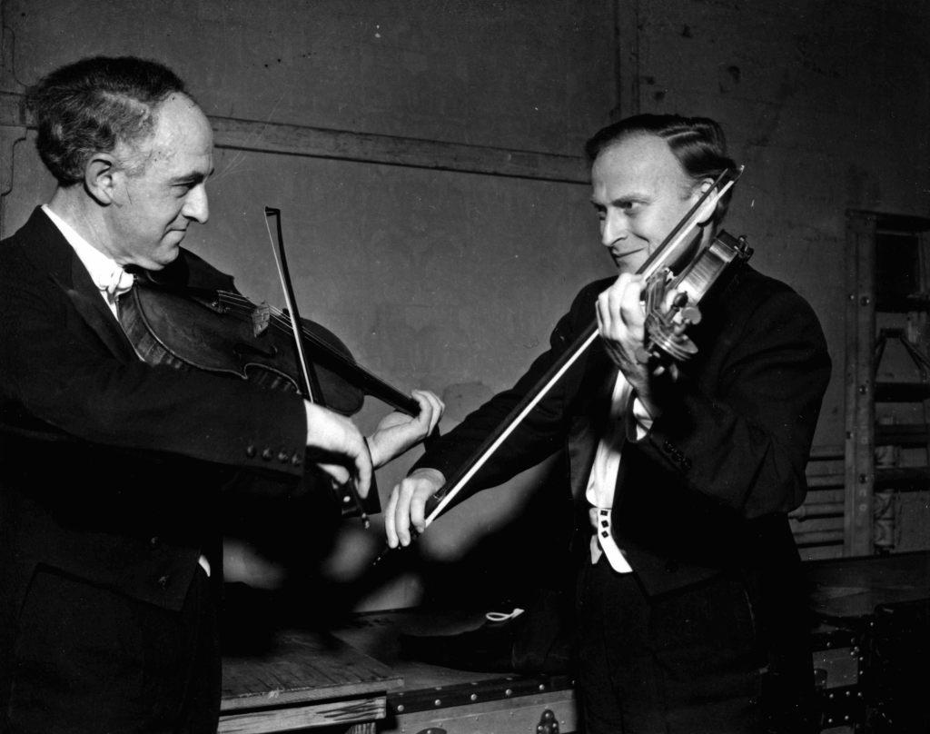 Перед концертом. Рудольф Баршай и Иегуди  Менухин. Лондон, 1962