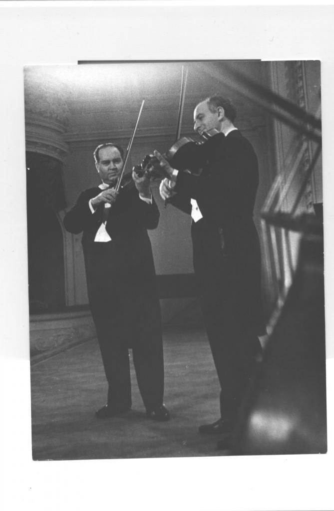 David Oistrakh and Rudolf Barshai performing Mozart's   Sinfonia Concertante in Moscow Conservatory, 1964